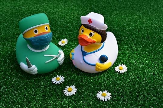 surgeon-3838132_960_720
